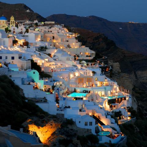 Santorini: una vacanza nei luoghi della mitica Atlantide?| zoom in earth