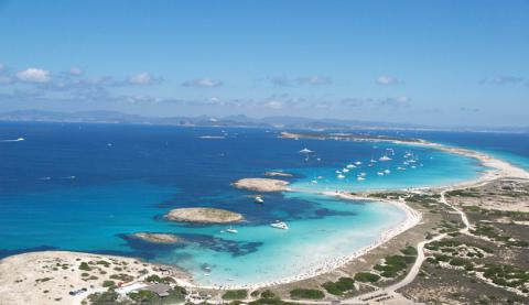 Una vacanza a Formentera, spiagge mediterranee e vita notturna  zoom ...