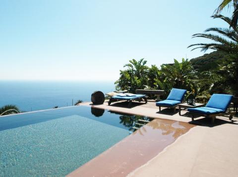 Vacanza a pantelleria la perla nera del mediterraneo zoom in earth - Dammusi con piscina pantelleria ...